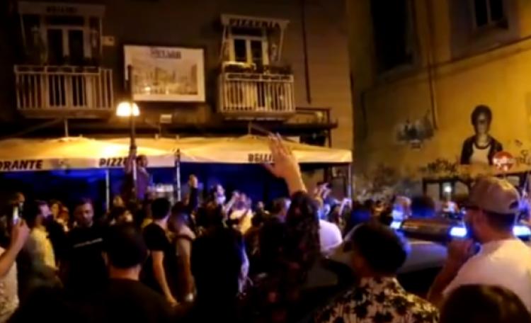 Piazza Bellini gip convalida fermi concede obbligo firma