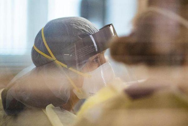 Covid oggi Italia, Rt scende a 0,85: giù ricoveri e terapie intensive