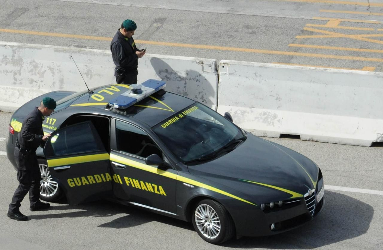 Rubò incendiò auto della Finanza Mergellina arrestato