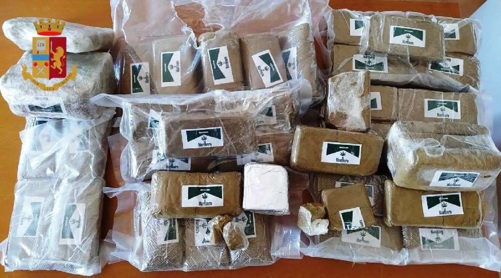 Droga blitz Barra arrestato con quasi 5 chili hashish
