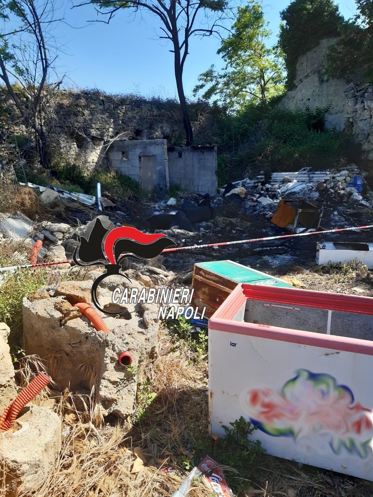 Giugliano lastre eternit tra rifiuti nella discarica abusiva