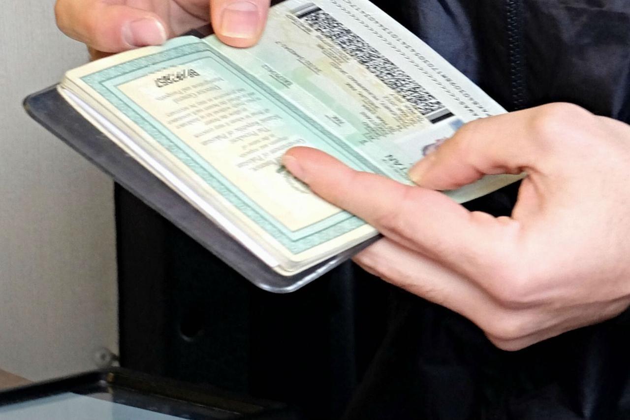 Documenti falsi immigrazione clandestina sgominata organizzazione Napoli