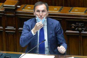 Boccia: «Vaccinarsi è da italiani veri, cavalcare rabbia è da sciacalli»