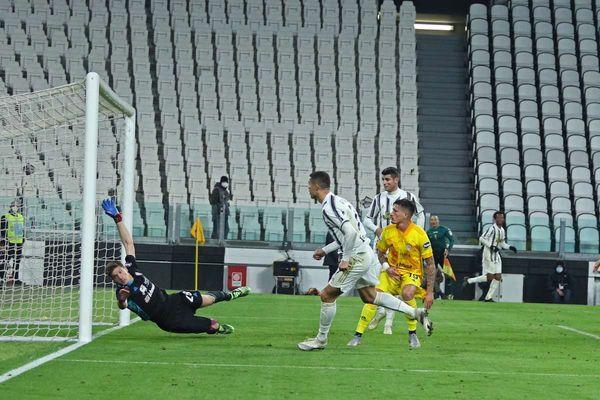 Ronaldo affonda il Cagliari, la Juve vince ed è seconda