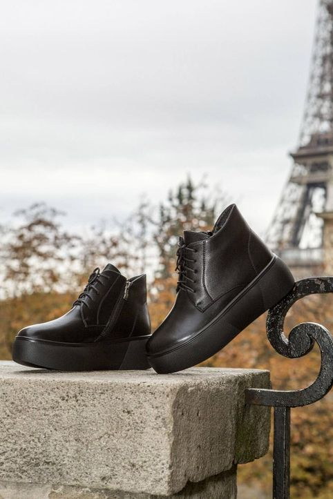 Bow Black Leather
