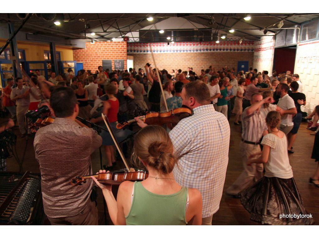 Sárarany zenekar koncert, Berka táncház