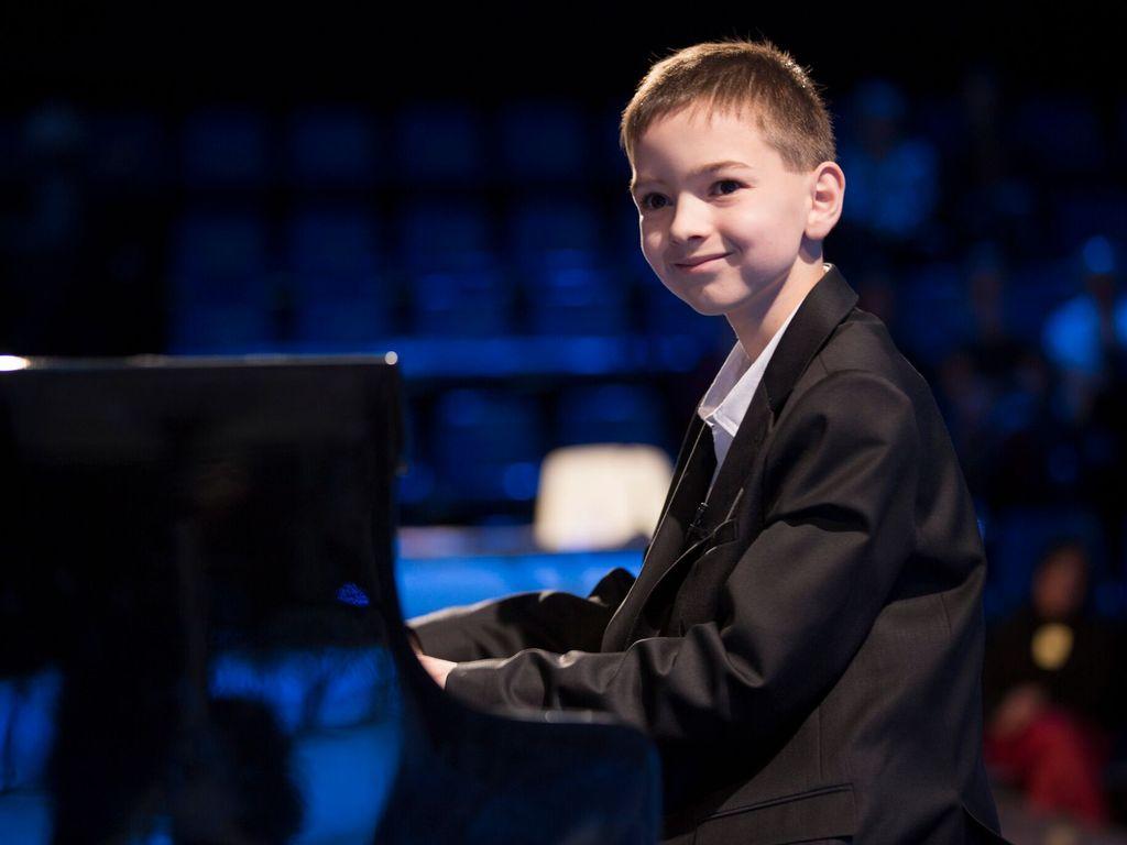 Boros Misi zongoraestje