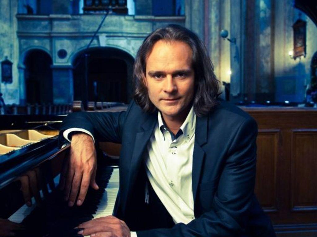 MOZART + / Bogányi Gergely és az Anima Musicae Kamarazenekar koncertje
