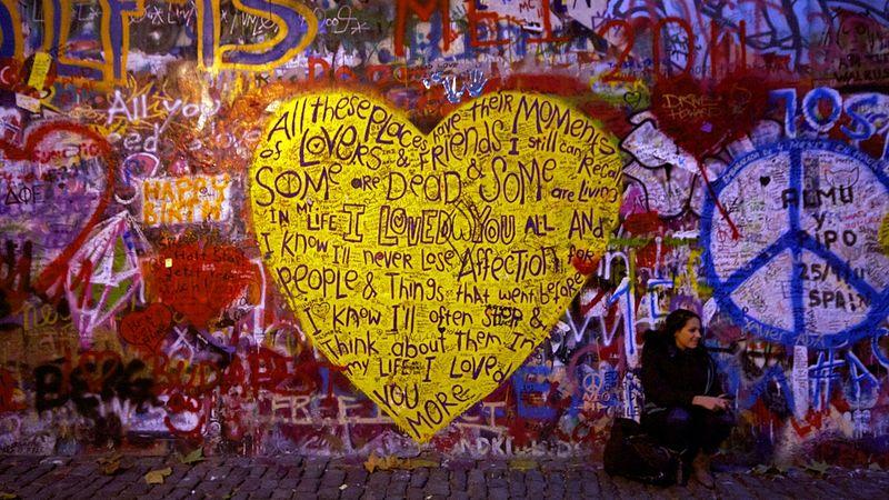 Fotó: A John Lennon-fal Prágában