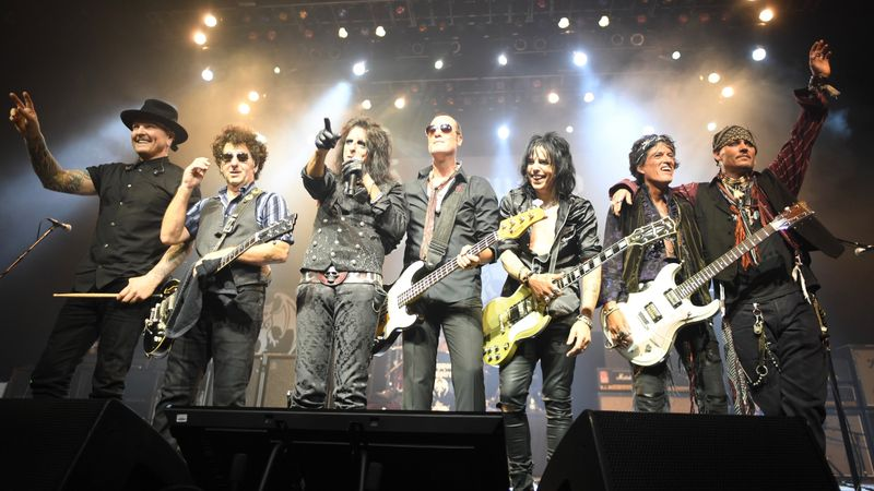 Johnny Depp turnéra indul a The Hollywood Vampires szupergrouppal
