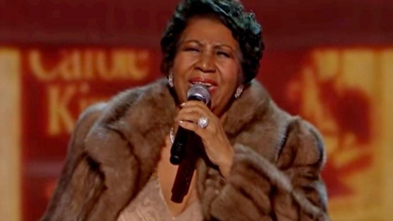 Virrasztanak Aretha Franklin betegágyánál