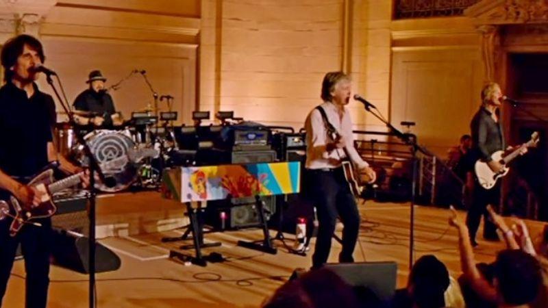 Meglepetéskoncertett adott Paul McCartney a Grand Centralon