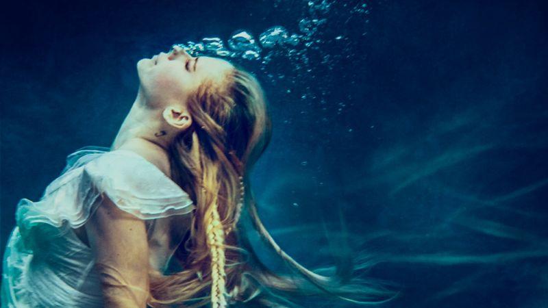 5 év betegséggel való küzdelem után itt az új Avril Lavigne-dal!