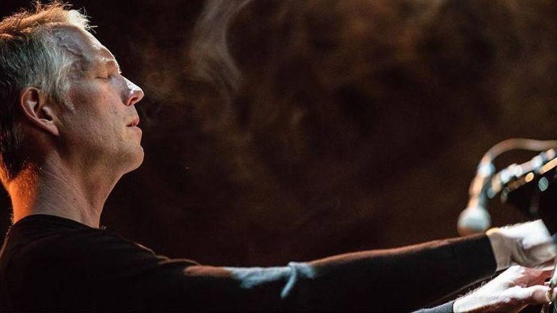 Hogyan szerettessük meg a zongorát a Spotify-generációval? Például a Walking Dead zeneszerzőjével!