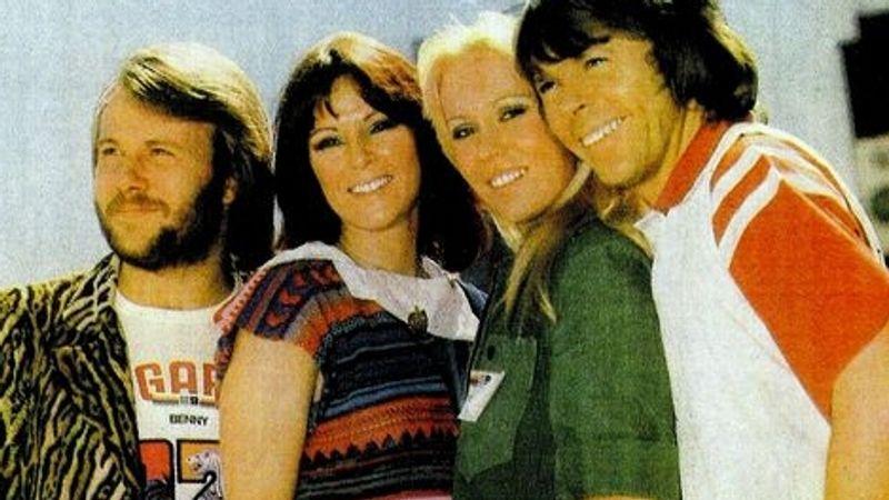 Kipakolt az ABBA stylistja. Vagy nem...