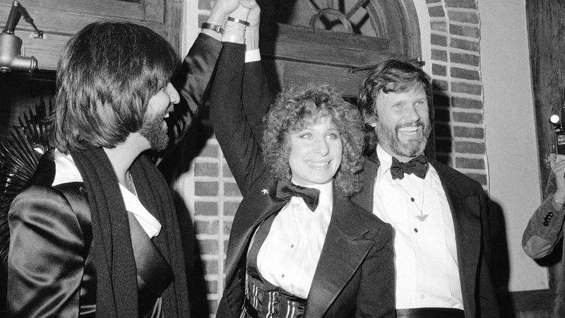 A '76-os változatnak Barbra Streisand és Kris Kristofferson  volt a főszereplője, a film a legjobb dal kategóriában nyert a '77-es díjátadón.