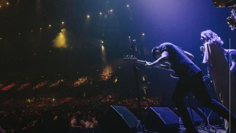 A Belau melegít Mike Shinoda előtt az Arénában