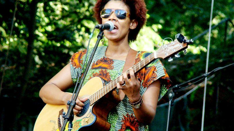 Tücskökkel énekelt versenyt Carmen Souza  Margitszigeten