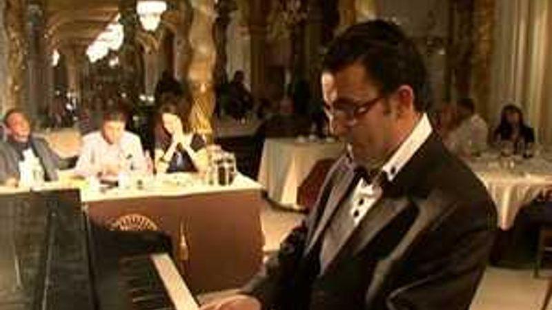 Az Árva bárban, zongorázva: keresik az Év Bárzongoristáját