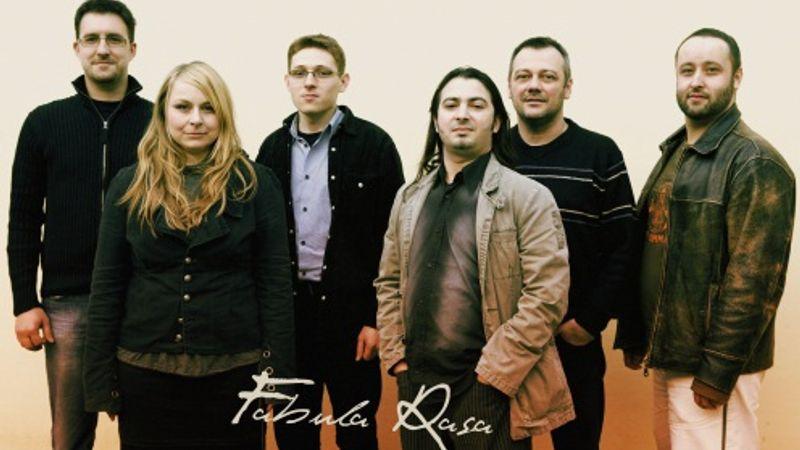 Szirtes Edina Mókus, a Fabula Rasa Orchestra és a Four Bones a Gödörben