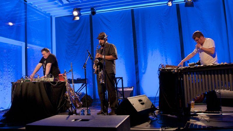 Wahorn, Sőrés, Presser: Noise Flowers a Mikában