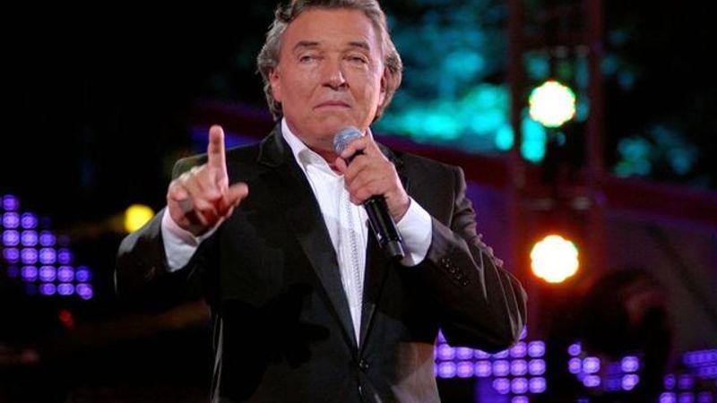 Karel Gott: több mint három milláért lép fel a 75 éves cseh sztár