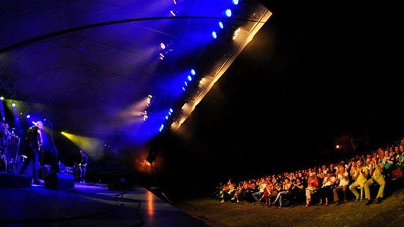 Jól szerepelt hangzásban a Zichy udvar: East életműkoncert Óbudán