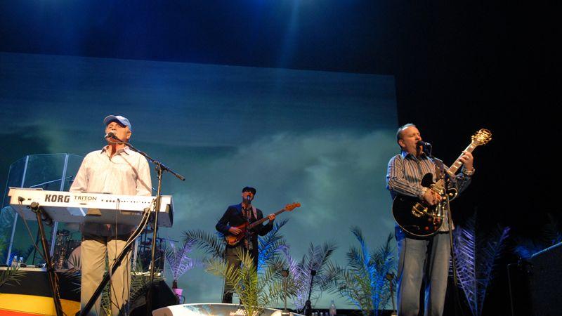 Nosztalgiahakni a Beach Boys-koncerten heppienddel