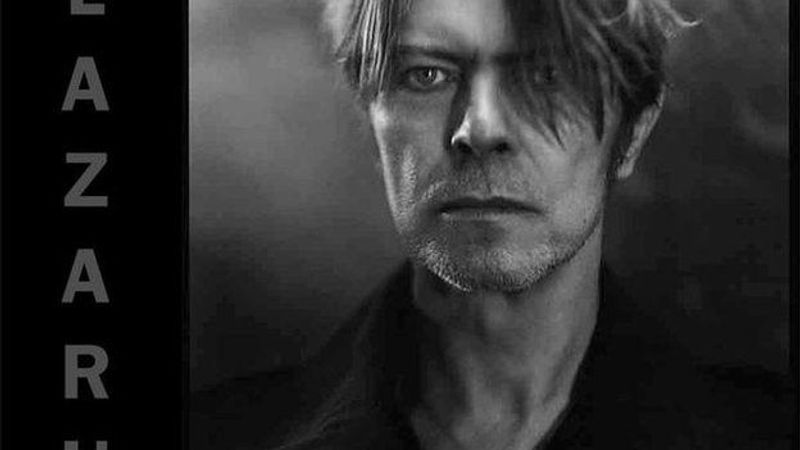 David Bowie ismét a földre pottyan