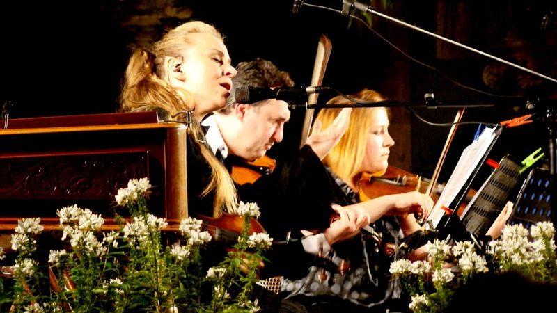 Így szeretnénk élni: Szirtes Edina Mókus bravúros koncertje a Vajdahunyadvárban