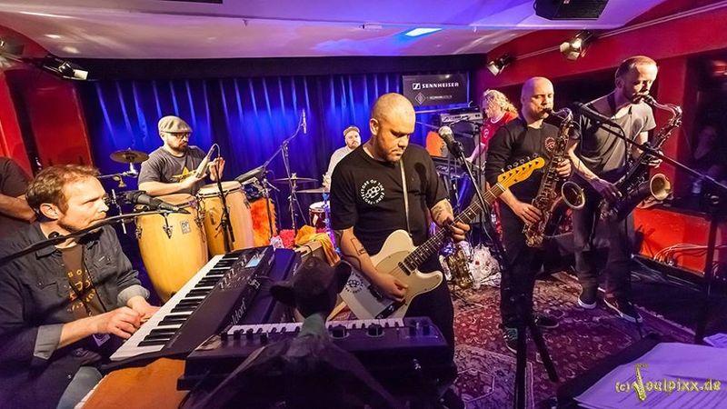 A svéd funk fenegyerekei először Magyarországon!