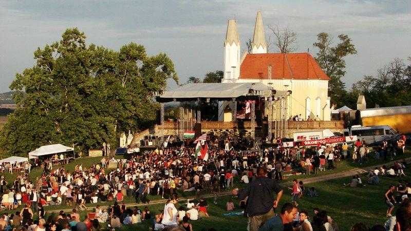 Kiswoodstock szombaton Sitkén a kápolnánál