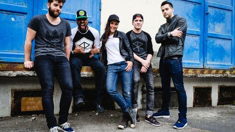 Kocsmai dzsemmelésből zenekar: Soul Surge