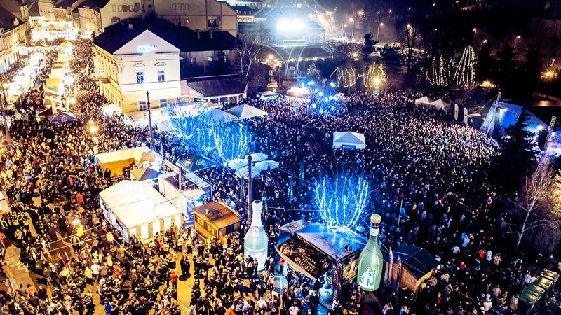 A négyemeletes kocsonyatorta mellett koncertek is lesznek Miskolcon