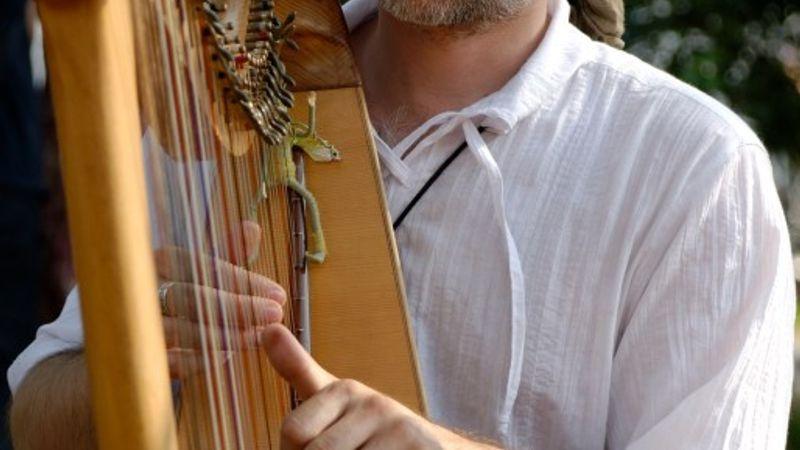 Alizbar, avagy egy különleges hangszer a reflektorfényben