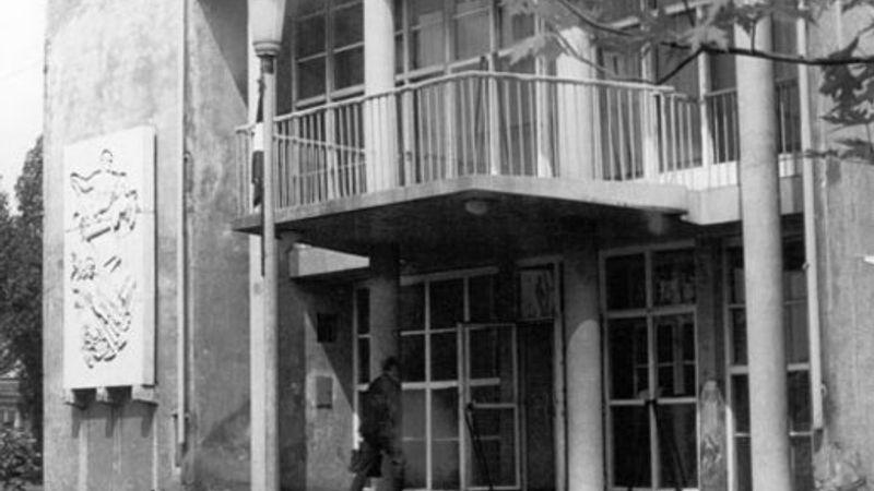 A magyar könnyűzene emlékútján: Emléktábla az FMH falán
