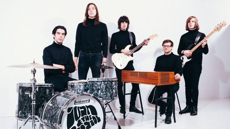 Rocklegenda előtt tiszteleg az Ivan & The Parazol