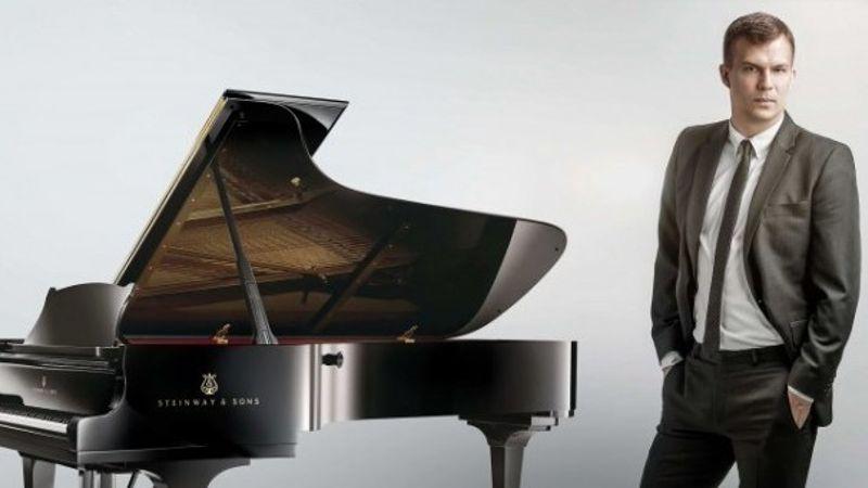 A Zeneakadémián ad zongoraestet György Ádám