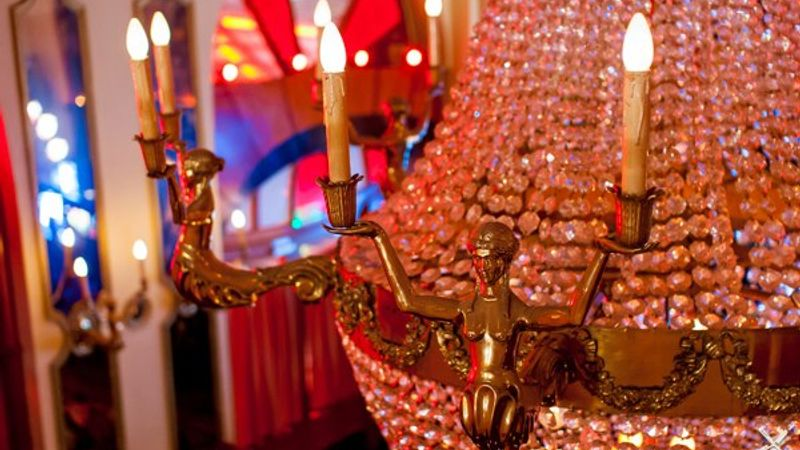Zenés színház nyílt a Moulin Rouge helyén