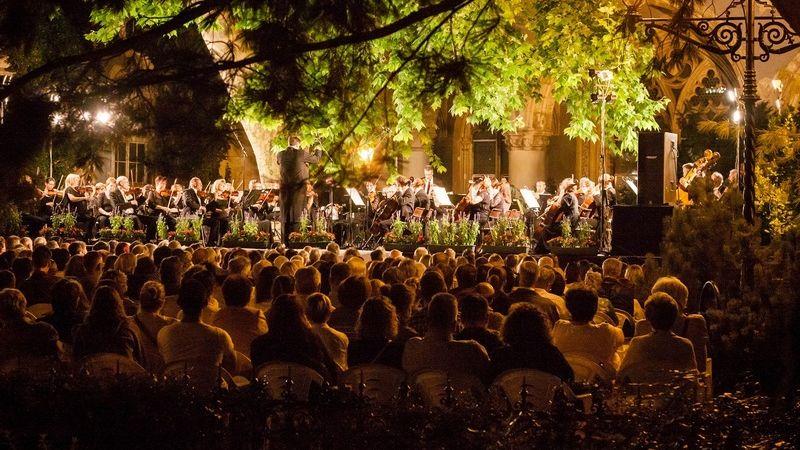 HAIR szimfonik a Vajdahunyadvári Nyári zenei fesztiválon