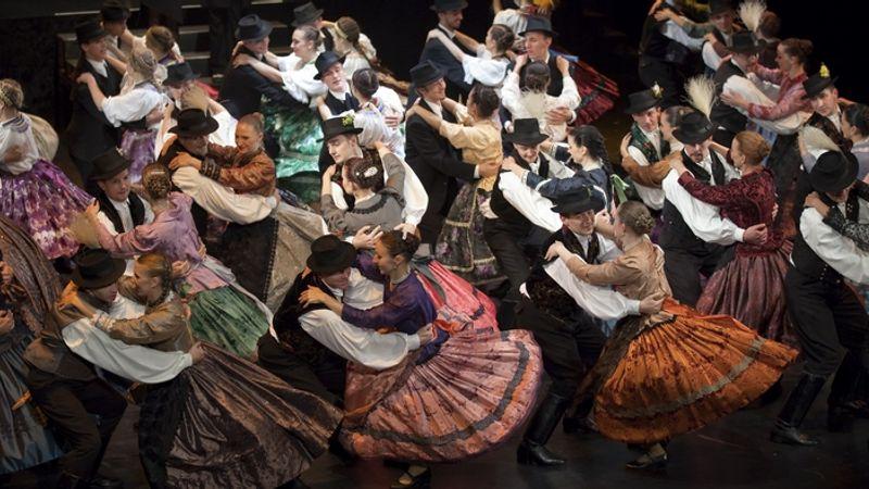 800 hazai és 200 külföldi művész, 37 zenei és tánccsoport, 30 órányi produkció: Duna Karnevál