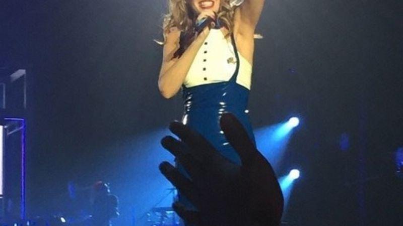 Kylie Minogue koncert: egy csókból ötöt!