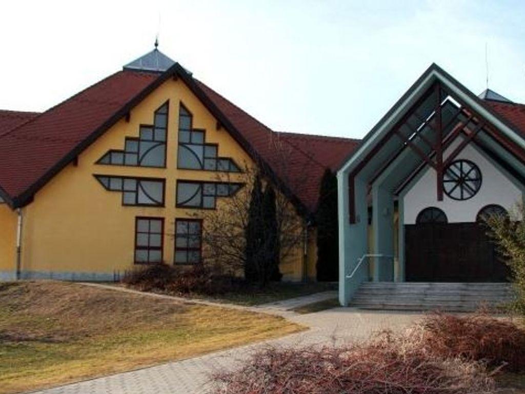 Káposztásmegyeri Szentháromság Plébániatemplom