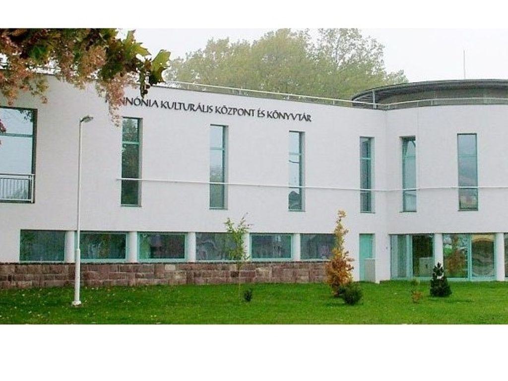 Vörösberényi Magtárszínház (Pannónia Kulturális Központ és Könyvtár Balatonalmádi)