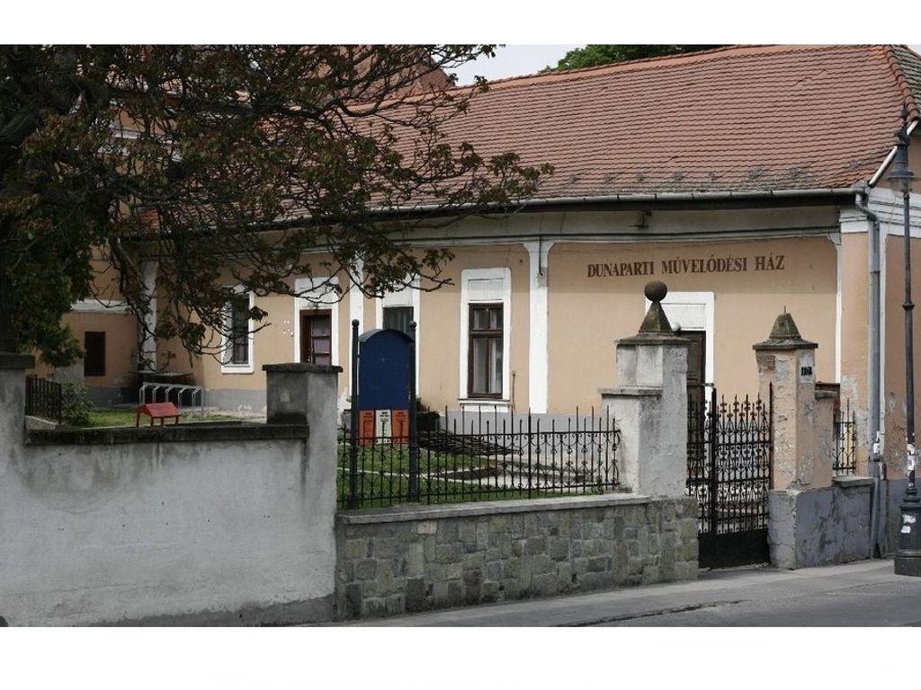 Szentendrei Kulturális Központ (DUNAPARTI MŰVELŐDÉSI HÁZ)