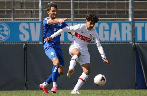 Fußball: Leon Reichardt  und Raul Paula spielen für die U19 des VfB Stuttgart