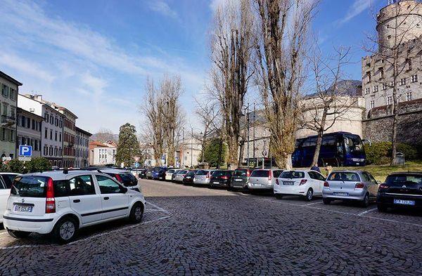 Piazza Mostra, in primavera i lavori:; basta auto parcheggiate, guarda come diventerà