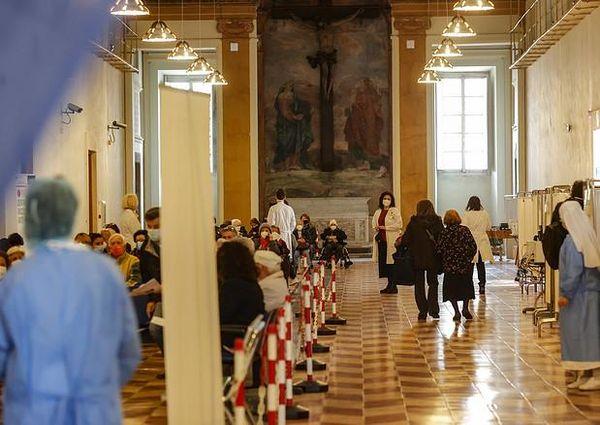 Coronavirus, il bollettino del 10 aprile: in Italia 17.567 nuovi casi e altri 344 morti