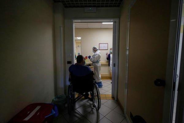 Cgil e Cisl: Nelle case di riposo situazione critica e parametri minimi di assistenza