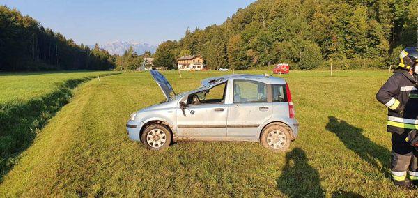 Borgo, guida senza patente e si capotta sul prato: grave la ragazza che era con lui